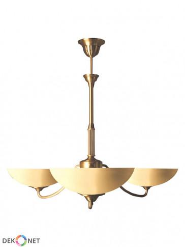 Lampa wisząca Saturn. Klasyczny mosiężny żyrandol 3 płomienny, szklane klosze w kolorze ecru.